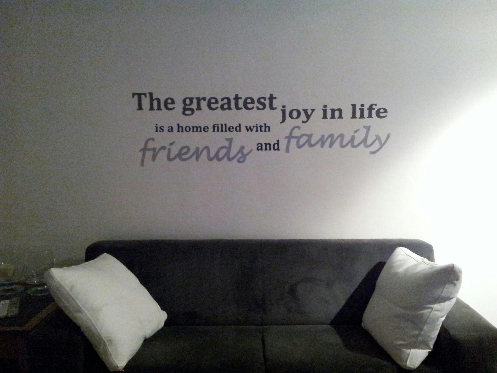 Teksten Voor Op Slaapkamer Muur : tekst in de woonkamer boven de bank ...
